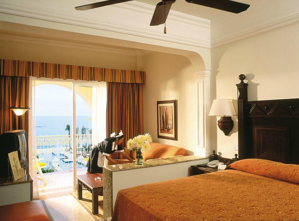 Riu Palace Los Cabos wedding destination all inclusive resort deluxe room with king b