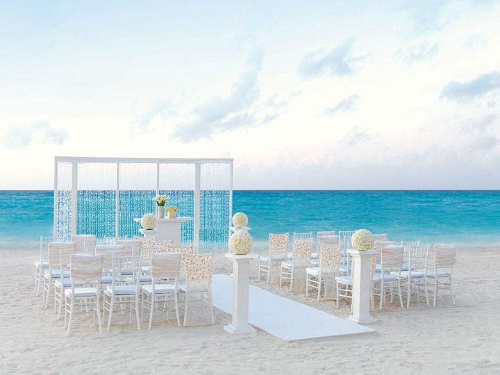 Elegant-Ivory-Ceremony Hard Rock by Colin Cowie Weddings