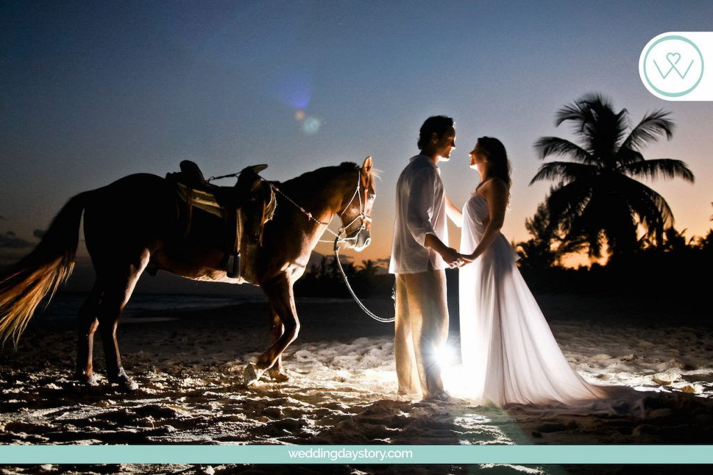 Liz Moore Weddings loves this romantic picture of couple with a horse in Mexico