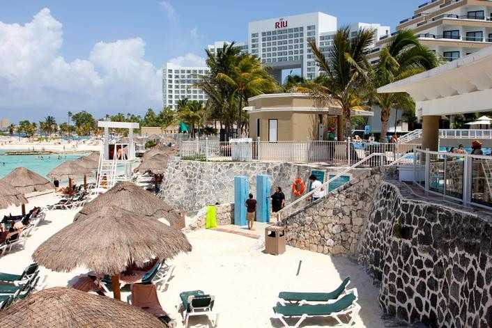 Mexico best destination wedding Riu Caribe Cancun