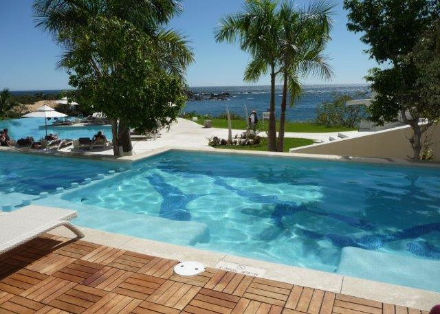 Secrets Huatulco Suites that are swim out from your room