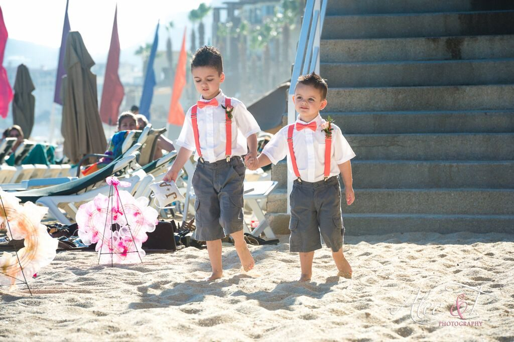 Two ring bearers with colourful attire