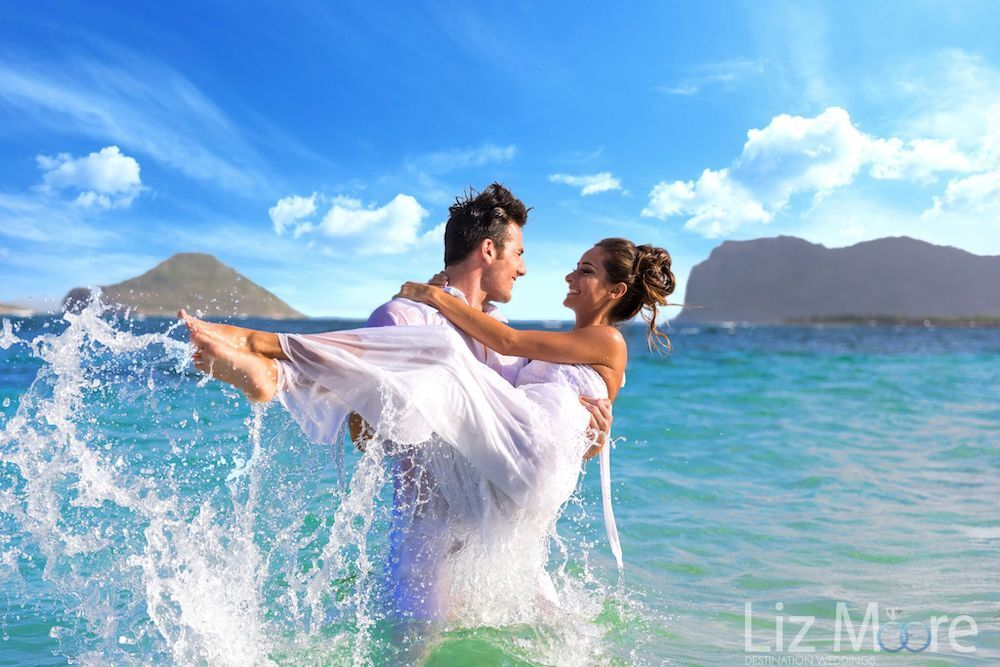 destination-wedding-couple-picture-at-the-beach