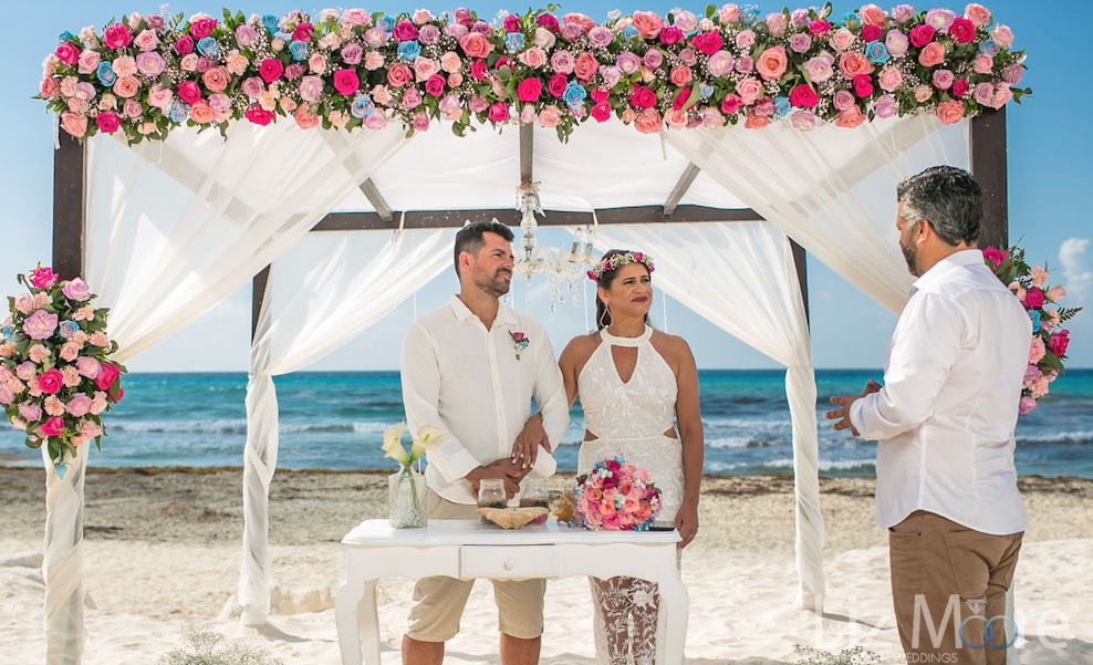 beach ceremony flower and ceremony decor destination wedding photography tips